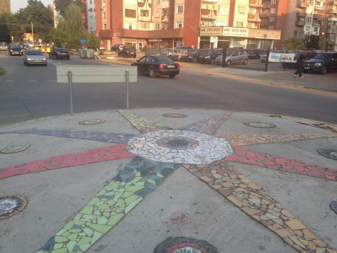Цветна композиция украсява най-новото кръстовище в Кюстендил